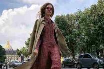 Наталья в туфлях, обернутых в пакеты