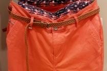 С чем носить терракотовые брюки