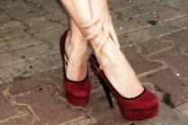 С чем одеть красные туфли