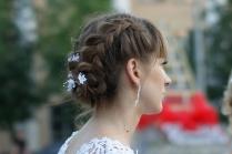 Свадебная прическа с косой на бок